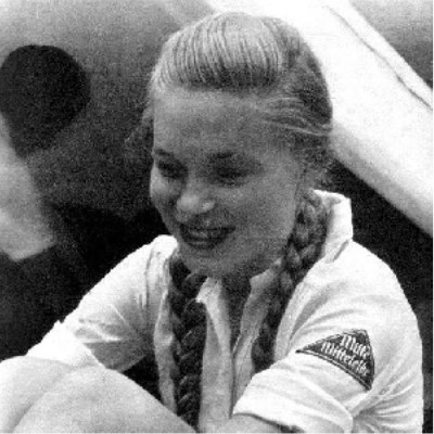 The image shows a girl dressed in her Dund Deustcher Maedel uniform.