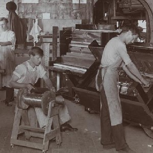 1907 photograph of Peck Piano Company workers