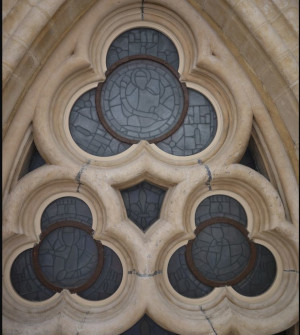 Image of a trefoil tracery in the cathedral ceiling at Sainte-Chapelle