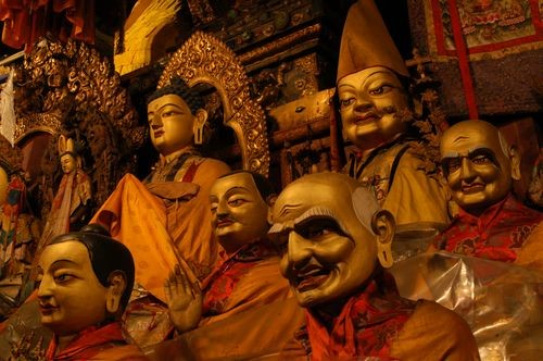 The image shows statues titled Sakyamuni and Some of the Sixteen Arhats which are located in Akshobya's Chapel