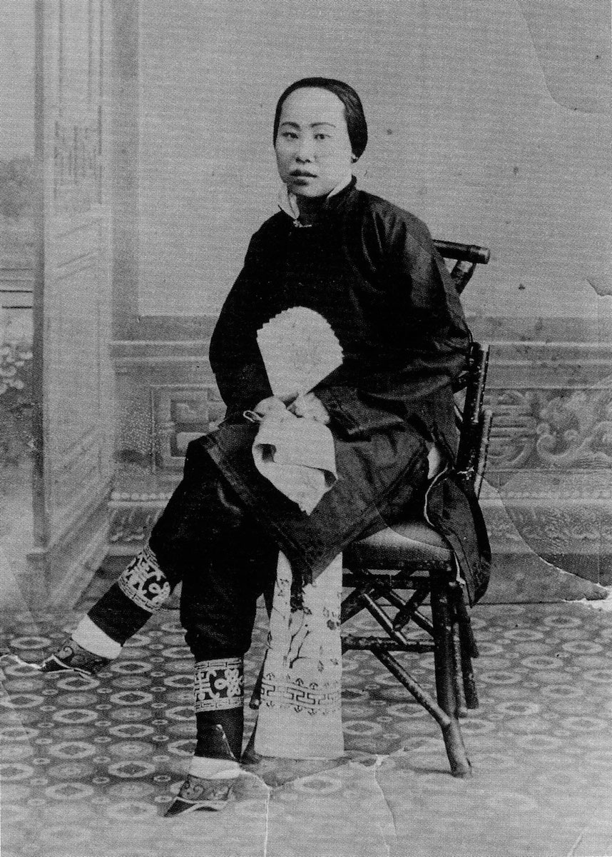 Photograph of Northern Chinese woman with foot binding.