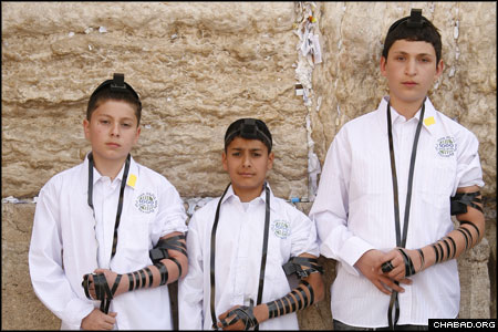 thumbnail of the three Israeli boys who came together at the Western Wall in Jerusalem