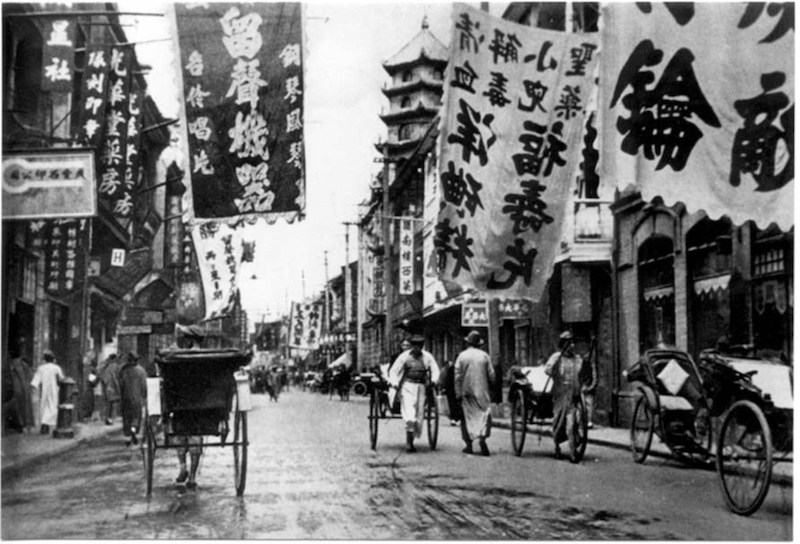 Photograph of Shanghai city street in 1920